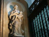 Escultura de Madonna y de Jesús Fotografía de archivo libre de regalías