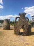 Escultura de mimbre de las ramitas en Wedgwood imagen de archivo