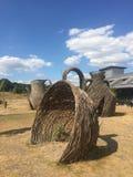Escultura de mimbre de las ramitas en Wedgwood imágenes de archivo libres de regalías