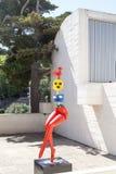 Escultura de Miro no terraço da fundação Joan Miro, Barcelona, Espanha fotografia de stock royalty free