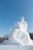 Escultura de neve feroz do homem do macaco Fotografia de Stock Royalty Free