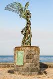Escultura de Nike en la costa en Giardini Naxos Foto de archivo