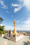 Escultura de oro de buddha fotos de archivo
