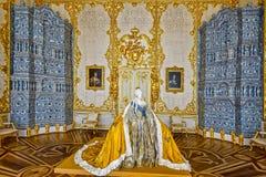 Escultura de papel de tamaño natural del mache de la emperatriz Elizabeth Petrovna adentro imágenes de archivo libres de regalías