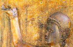 Escultura de pedra com mar e farol imagens de stock royalty free