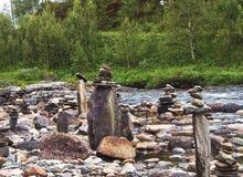 Escultura de pedra com mar e farol Fotos de Stock