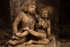 Escultura de pedra de um Yaksha em cavernas de Ajanta imagens de stock royalty free