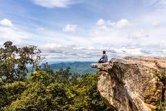 Escultura de pedra natural despercebida de Mo Hin Khao foto de stock royalty free
