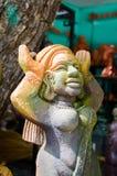 Escultura de piedra de la mujer de la diosa con los labios grandes imagenes de archivo