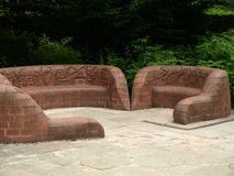 Escultura de piedra del asiento en la abadía Nottingham de Rufford cerca del bosque de sherwood Reino Unido Foto de archivo