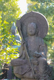 Escultura de piedra del monje en Japón imagenes de archivo