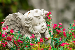Escultura de poco ángel Fotos de archivo libres de regalías