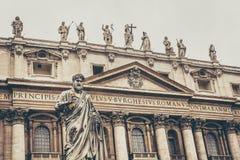 Escultura de St Peter na Cidade do Vaticano Foto de Stock Royalty Free