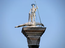 Escultura de St. Theodore, o primeiro consumidor de Veneza Foto de Stock