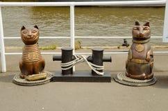 Escultura de um gato e de um cão Imagens de Stock Royalty Free