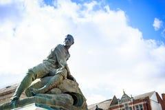 Escultura de um soldado com um rifle em suas mãos, Inglaterra Fotos de Stock