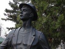 Escultura de um viajante novo, escultor Vladimir Zolotukhin Fotografia de Stock Royalty Free