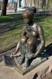 Escultura de uma menina Fotos de Stock