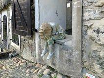 Escultura de uma menina na fortaleza Kristiansten Festning Fotos de Stock Royalty Free