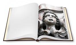 Escultura de un ?ngel de madera en el photobook abierto aislado en el fondo blanco foto de archivo