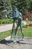 Escultura de un fotógrafo en el Central Park de Borjomi, Georgia imagenes de archivo