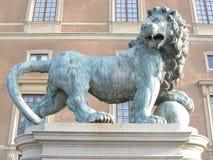 Escultura de un león Imágenes de archivo libres de regalías
