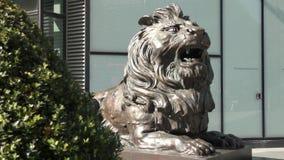 Escultura de un león del rugido metrajes