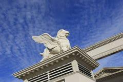 Escultura de un león del vuelo Foto de archivo libre de regalías