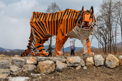 Escultura de un tigre de madera Fotografía de archivo libre de regalías