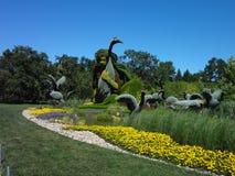 Escultura de una mujer en naturaleza Jardín botánico de Montreal Canadá fotos de archivo libres de regalías