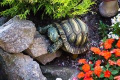 Escultura de una tortuga Foto de archivo