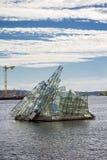 A escultura de vidro encontra-se perto do teatro da ópera em Oslo, Noruega Fotos de Stock