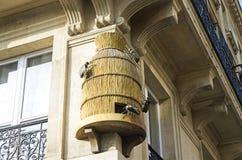 Escultura decorativa en la esquina de la casa Imagen de archivo libre de regalías