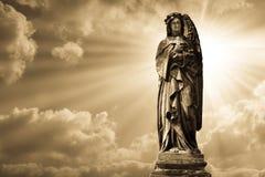 Escultura del ángel en cementerio foto de archivo