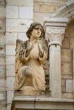 Escultura del ángel en la fachada, iglesia católica de la boda en Cana, Israel Imagenes de archivo