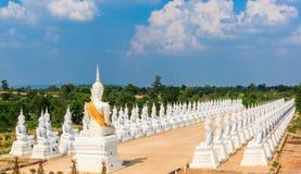 Escultura del ángel o estatua blanca de Buda Foto de archivo libre de regalías