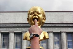 Escultura del 'grito 'en Siauliai, Lituania fotos de archivo