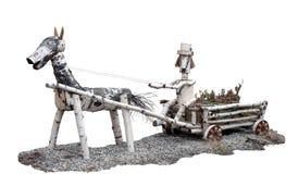 Escultura del abedul de un hombre en un carro con un caballo Fotos de archivo libres de regalías