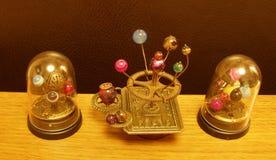 Escultura del arte del steampunk del planetario pequeña para la casa de muñecas Imagen de archivo