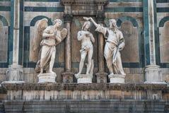 Escultura del bautismo de Christs Imagenes de archivo