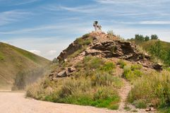 Escultura del borde de la carretera de un espolón encima de una colina fotos de archivo libres de regalías