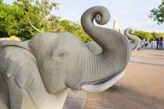 Escultura del elefante a adorar en el templo o el lugar para el wor Fotografía de archivo