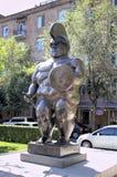 Escultura del gladiador colombiano famoso de Fernando Botero The Roman del escultor fotografía de archivo