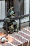 Escultura del gnomo del hada-cuento en Wroclaw Imagenes de archivo