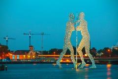 Escultura del hombre de Molecul en Berlín, Alemania Fotos de archivo libres de regalías