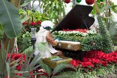 Escultura del hombre que juega un piano solamente en Allan Imágenes de archivo libres de regalías