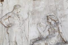 Escultura del hombre y de las mujeres en Herculano fotos de archivo