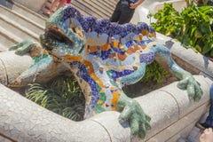 Escultura del lagarto en guell del parque de Barcelona Fotos de archivo