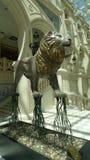 Escultura del león del casino del hotel de MGM de Macao Imagen de archivo
