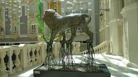 Escultura del león del casino del hotel de MGM de Macao Imagenes de archivo